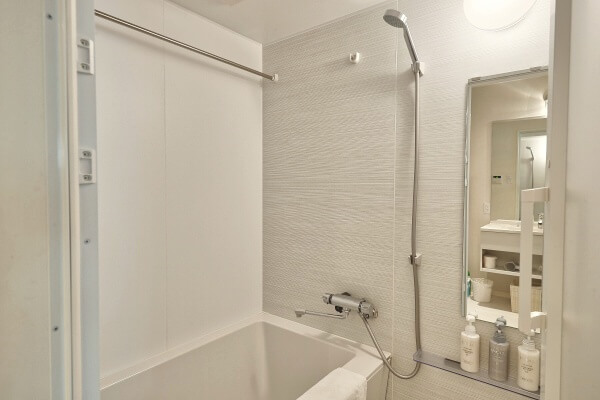 Suite_Room_Bathroom_2_fix